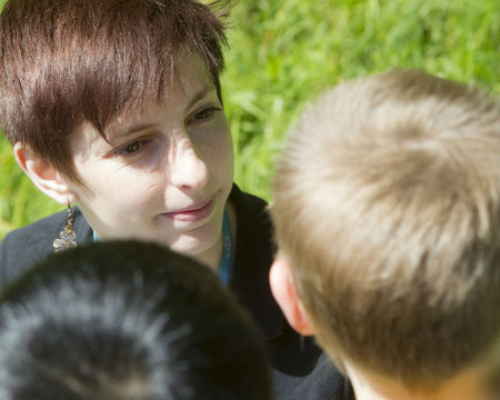 An OPAL Community Scientist from GSC talks to school pupils outdoors